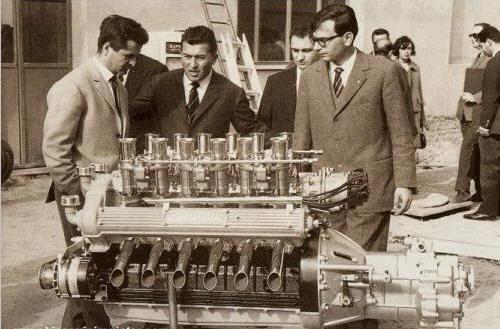 Ferruccio Lamborghini in mijloc alaturi de Giotto Bizzarrini & Gianpaolo Dallara