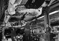 mercedes-w114-115-pe-linia-de-montaj