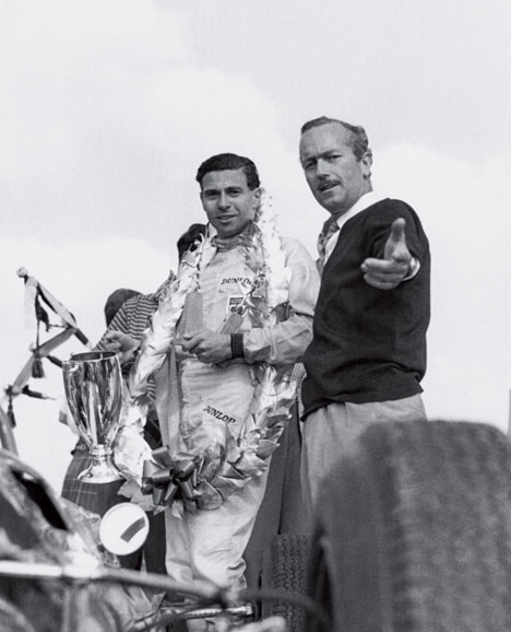 Jim Clark campion mondial si Colin Chapman in 1963